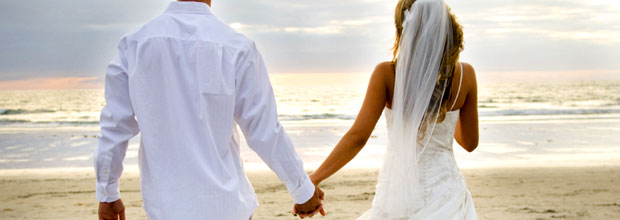 aBeach_wedding_couple